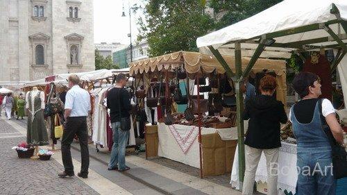 Kézművesvásár Budapesten a Szent István Bazilika előtt.