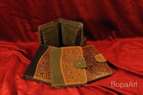 Kombitárca (pénz, iratok, kártyák részére) mérete: 11x14,5 cm