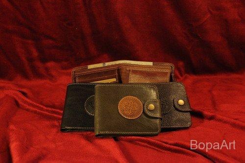 Nagy briftasni (pénz, kártya részére) mérete: 12x10 cm