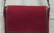 Kis tarisznya, hímzett díszítéssel (1) mérete: 24x26x8 cm
